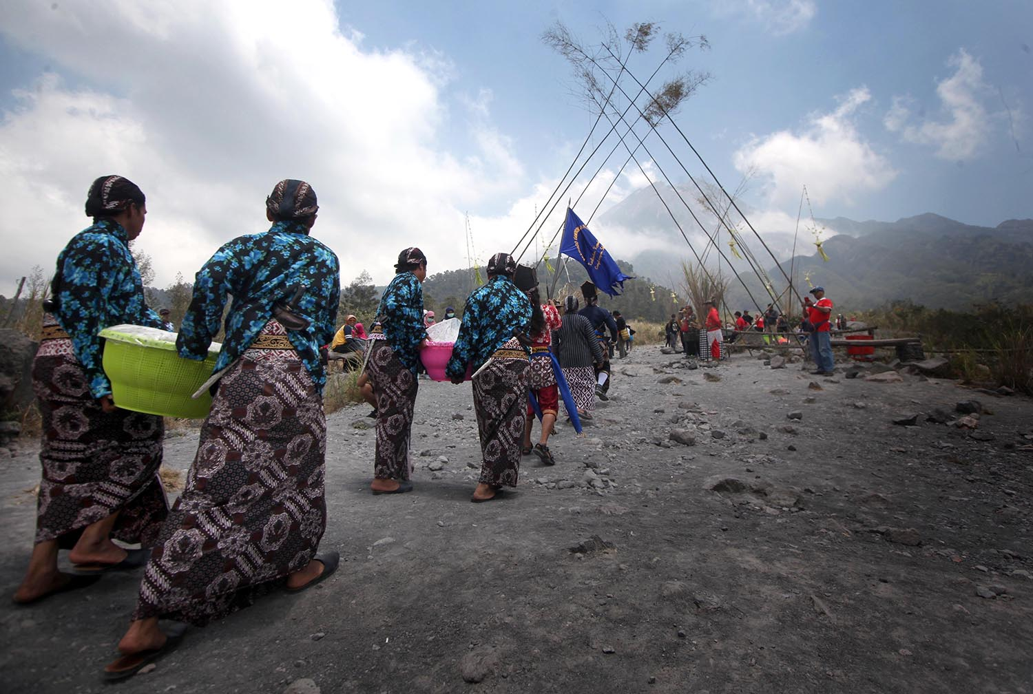 Residents carry food during Merapi Kenduri in Kaliadem Village, Sleman, Central Java, on Oct. 14, 2019. The village is around 4.5 kilometers away from the top of Mount Merapi. JP/Boy T Harjanto