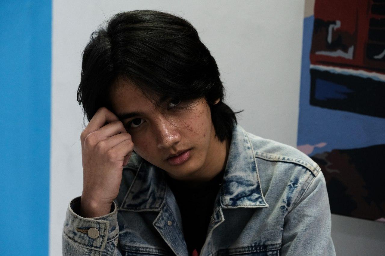 Ari Irham plays as Sandi in 'Ratu Ilmu Hitam'.