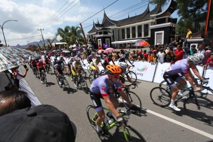 Australian Ewart dominates first two stages of 2019 Tour de Singkarak