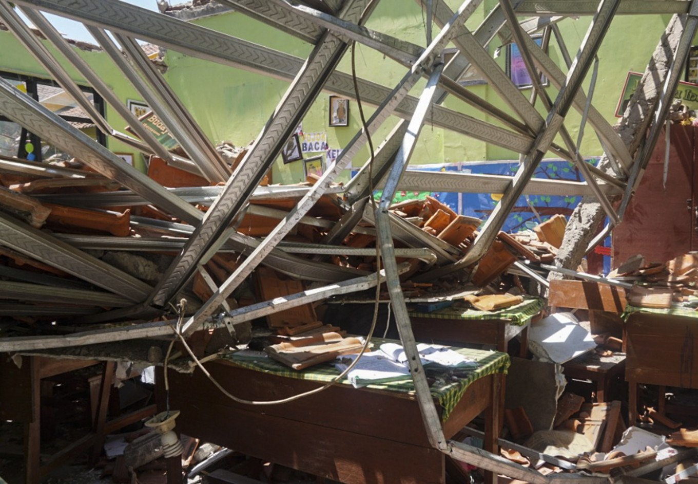 Pasuruan's commitment to education questioned after falling roof kills student, teacher