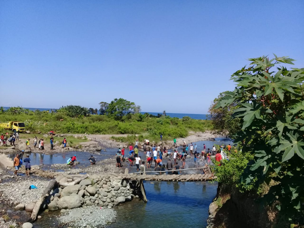 Isolated Flores villagers' pleas for bridge fall on deaf ears