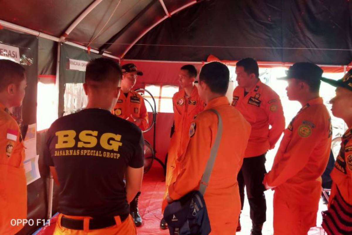 Indonesian rescue pilot says search for missing Singaporean diver and 2 others hampered by bad weather
