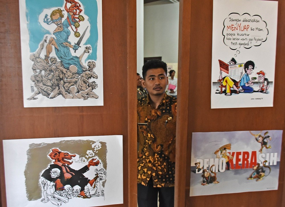 Anticorruption exhibit displays 'value of honesty' through cartoon caricatures