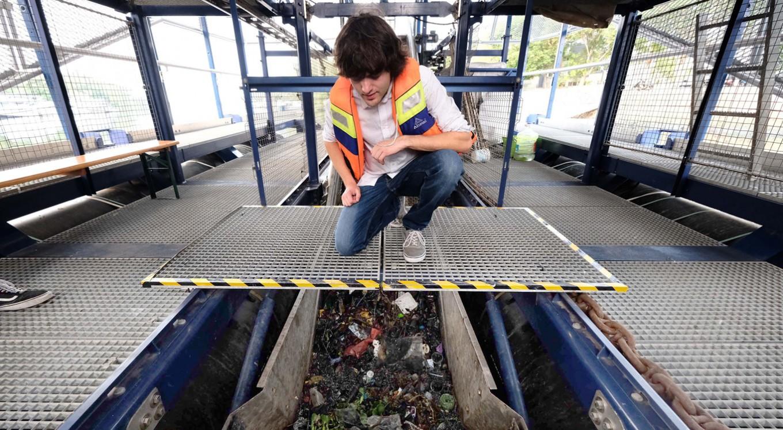 Plastic 'interceptor' to help clean Jakarta rivers