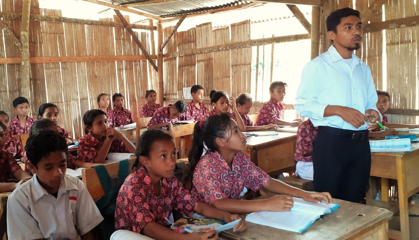 The extra mile: East Nusa Tenggara teacher visits students at home amid pandemic