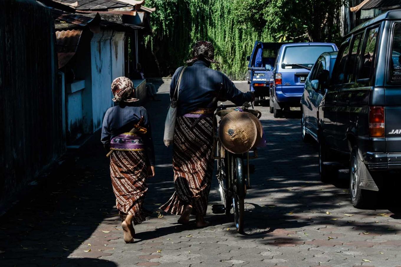 Rizki and Suyatiman arrive at the Ngayogyakarta Hadiningrat palace area. JP/ Anggertimur Lanang Tinarbuko