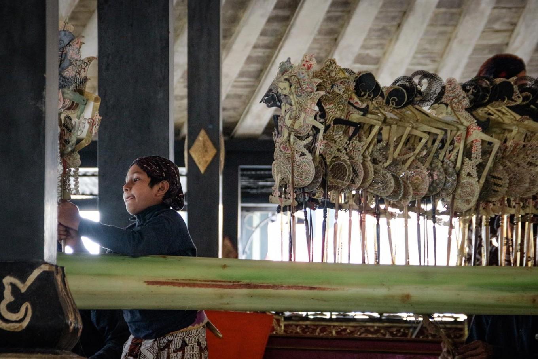 Rizki prepares a puppet to be used in a wayang kulit performance at the Bangsal Sri Manganti. JP/ Anggertimur Lanang Tinarbuko