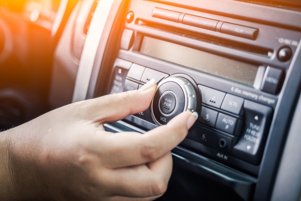Listening to music while driving may reduce stress caused by traffic