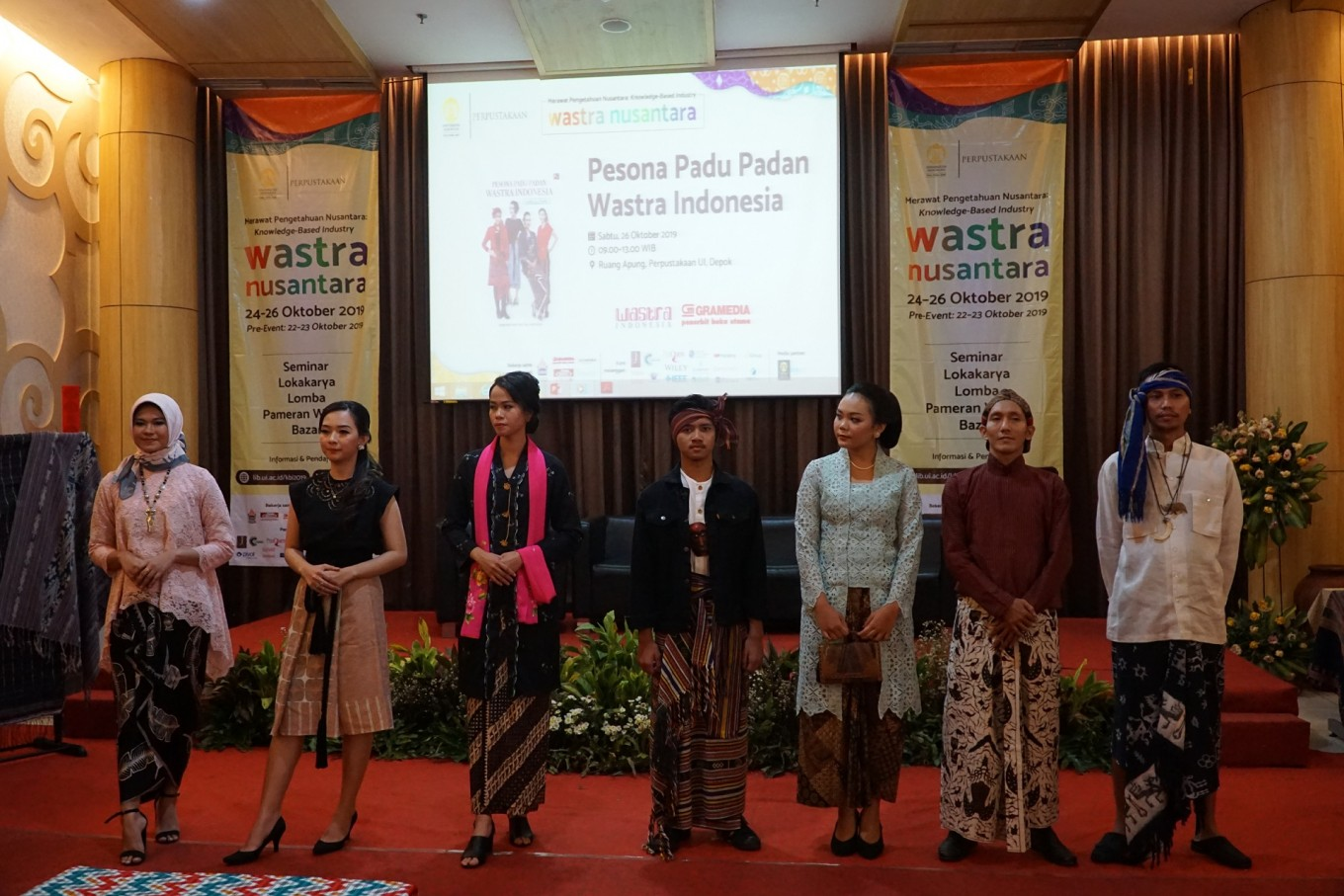 Looking stylish and spot-on in Indonesian 'wastra'