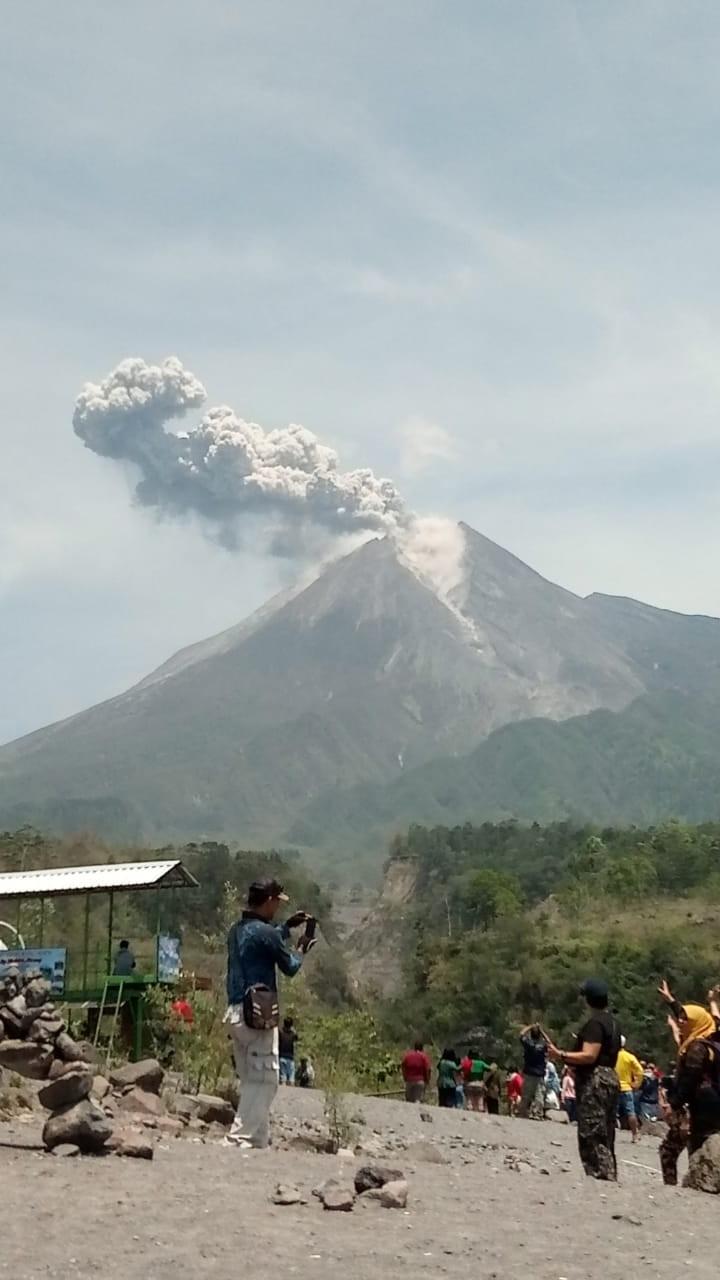 Mount Merapi erupts, covers village in ash