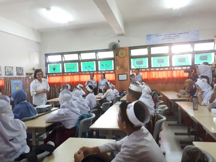 Finance Minister Sri Mulyani teaches six grade students at SD Kenari 01 elementary school in Central Jakarta on Monday, Nov. 11, 2019, about her role as well as the importance of paying tax.
