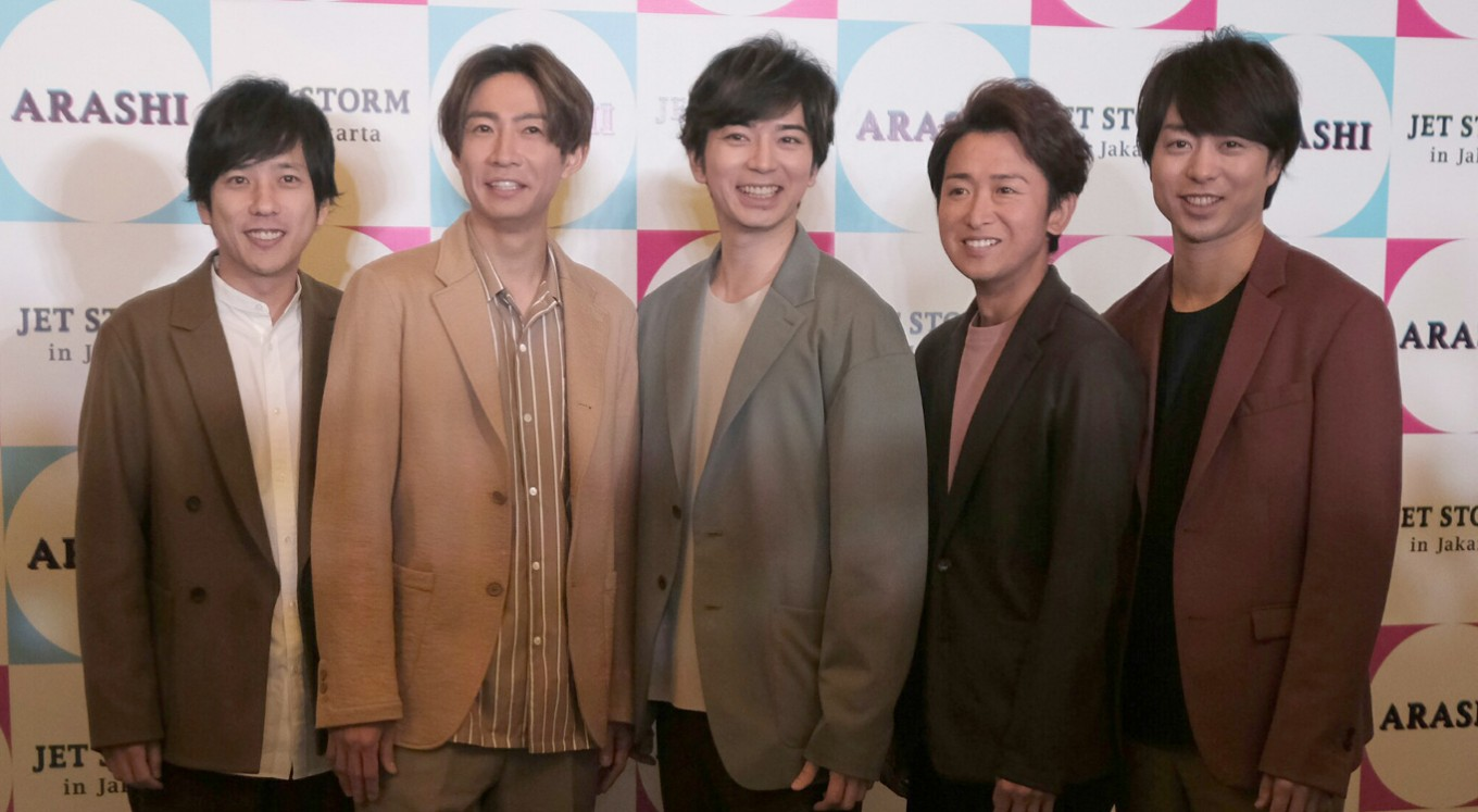 Arashi makes brief stop in Jakarta on quick anniversary tour