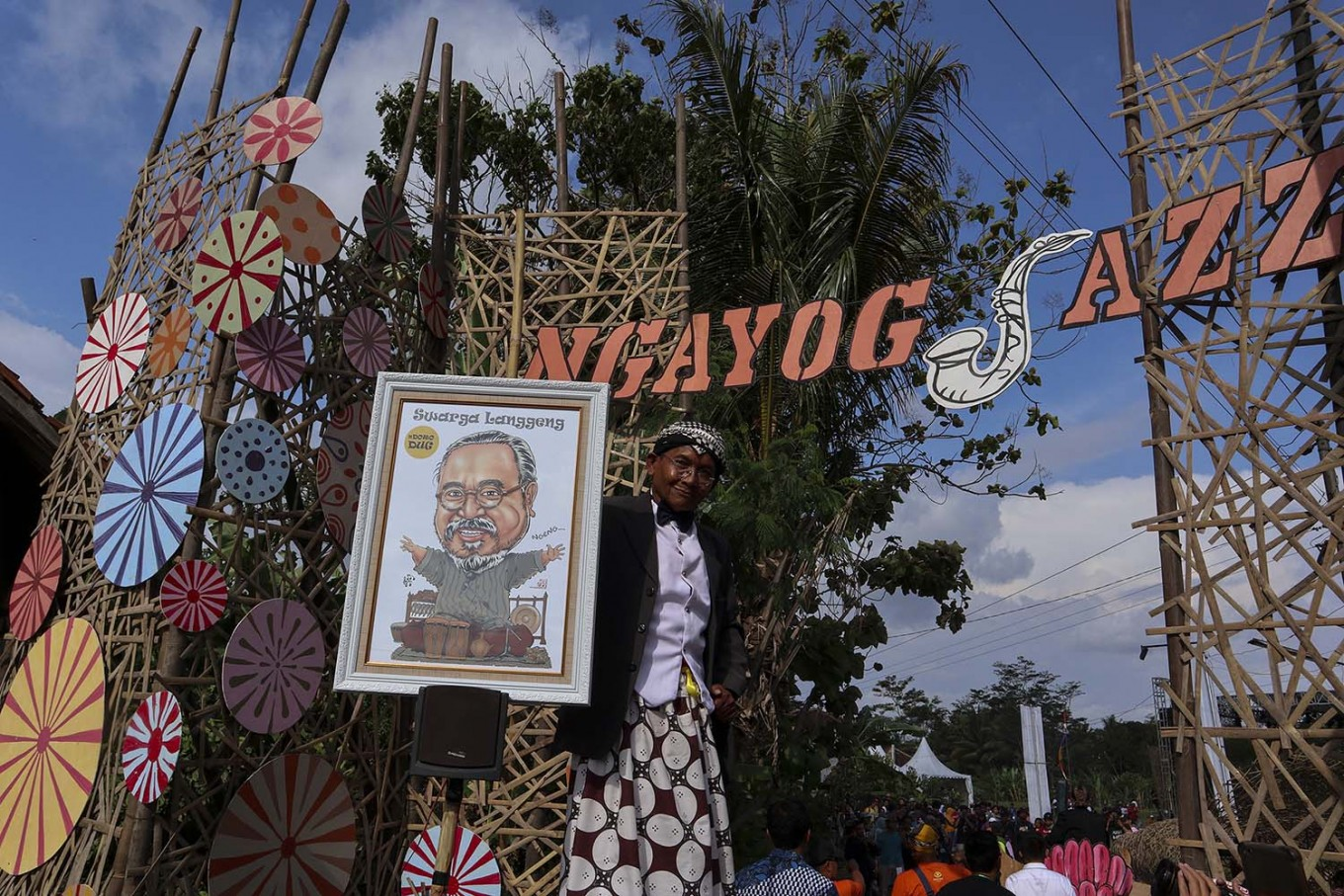He is among us: A caricature of Djaduk Ferianto greets visitors to the 2019 Ngayogjazz Jazz Music Festival in Yogyakarta on Saturday. JP/Tarko Sudiarno