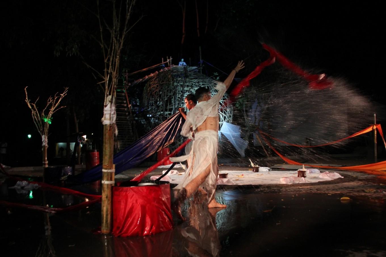 The opening performance of Gladi Ritus Seni Tarirupabunyi 'Kidung Megarupa' at ARMA on Oct. 10.