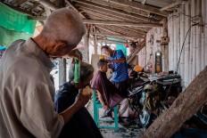 Rows of traditional barbershops at Pasar Turi in Bantul regency, Yogyakarta. JP/Anggertimur Lanang Tinarbuko