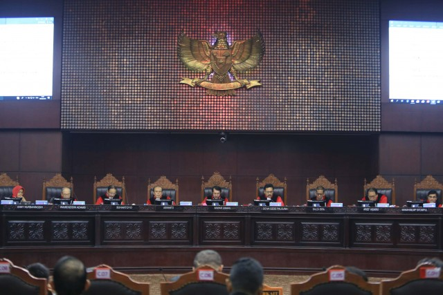 Observers raise impartiality concerns as Jokowi honors Constitutional Court justices