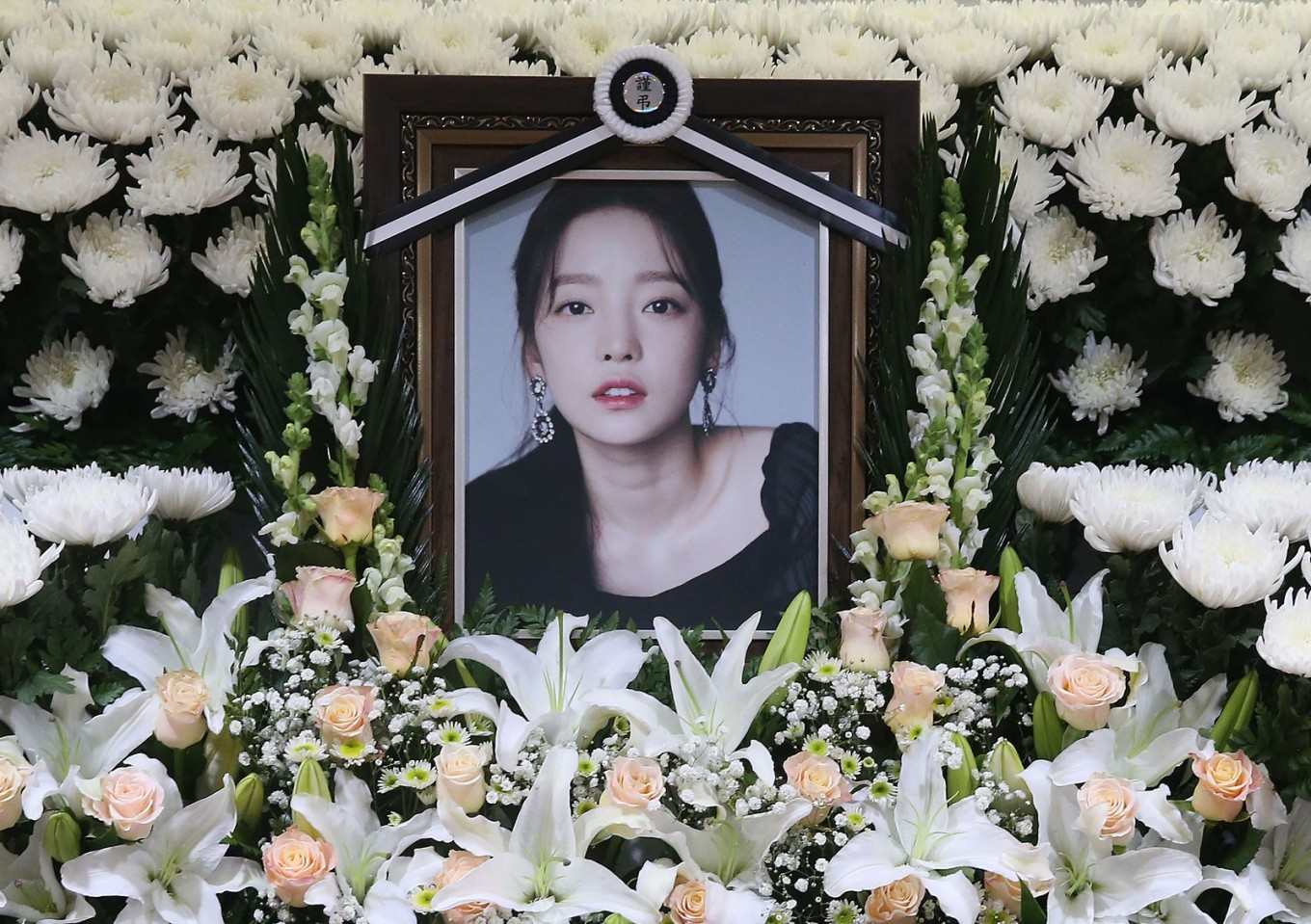 Mother of late K-pop star Goo Hara defends her actions