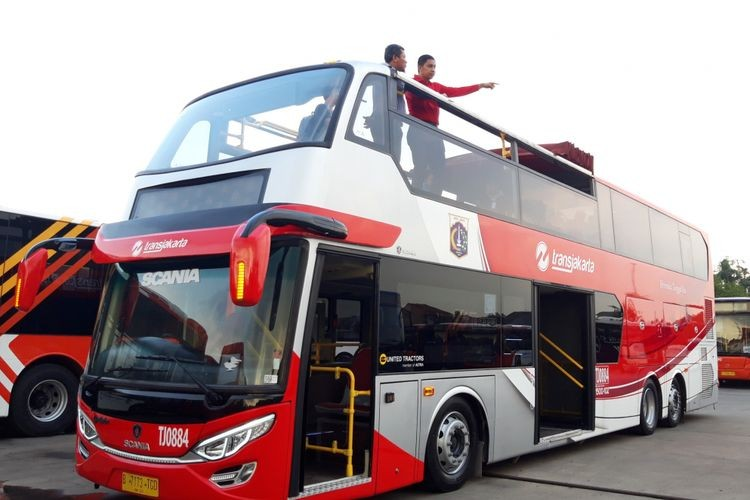 Transjakarta to add more double-deckers to serve tourists during holiday