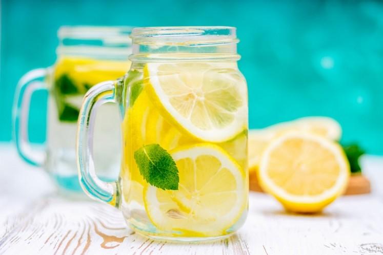 Six benefits of drinking lemon water