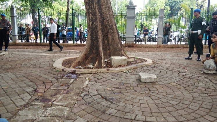 The scene of the minor explosion that occurred on Tuesday morning at the National Monument Park in Central Jakarta. Police have confirmed that the device was a smoke grenade, stressing that it was an