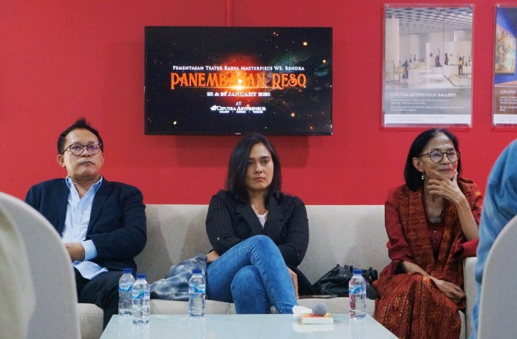 Auri Jaya (left), Sha Ine Febriyanti (center) and Ken Zuraida (right) at the press conference of