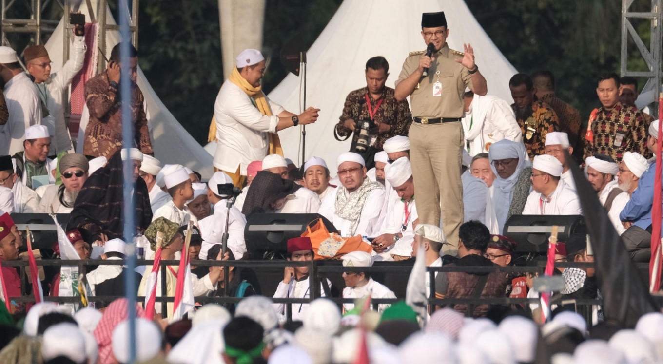 212 rallygoers back away from Prabowo, turn to Anies