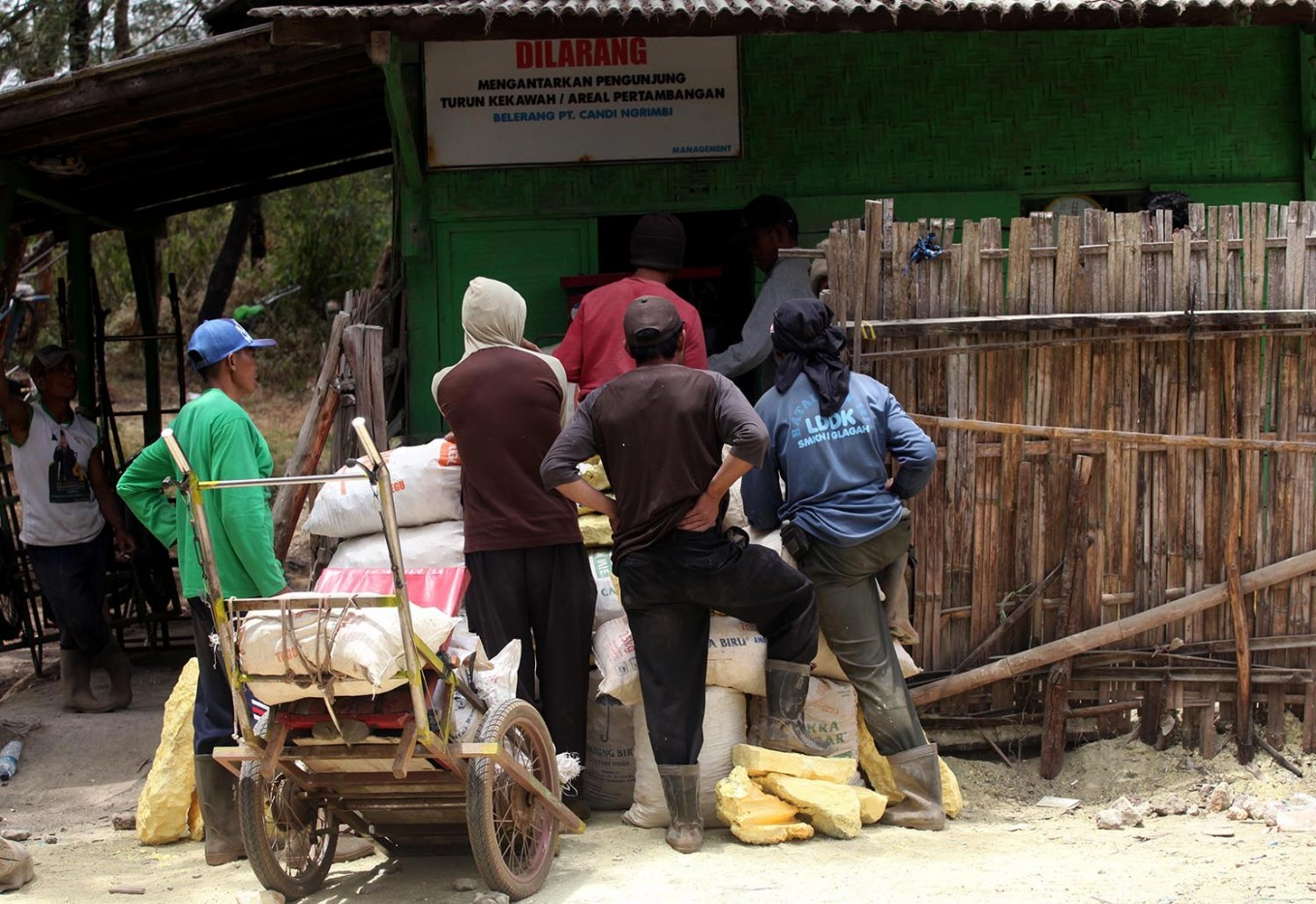 Miners line up to weigh their haul at 10 a.m. JP/Boy T Harjanto