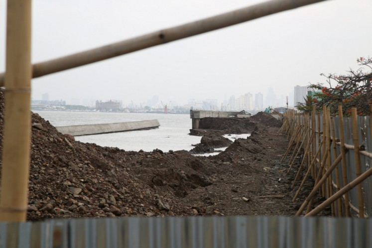 'It was scary': Wall collapse raises concerns about coastal safety in Jakarta