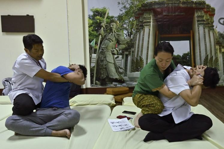 No pain, no fame: Thai massage could get UNESCO status