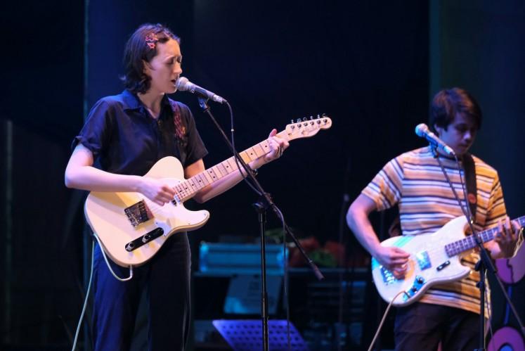 American musician Greta Kline, also known as Frankie Cosmos, enlivens the Joyland Festival in the archery area in Senayan, South Jakarta, on Dec. 8.