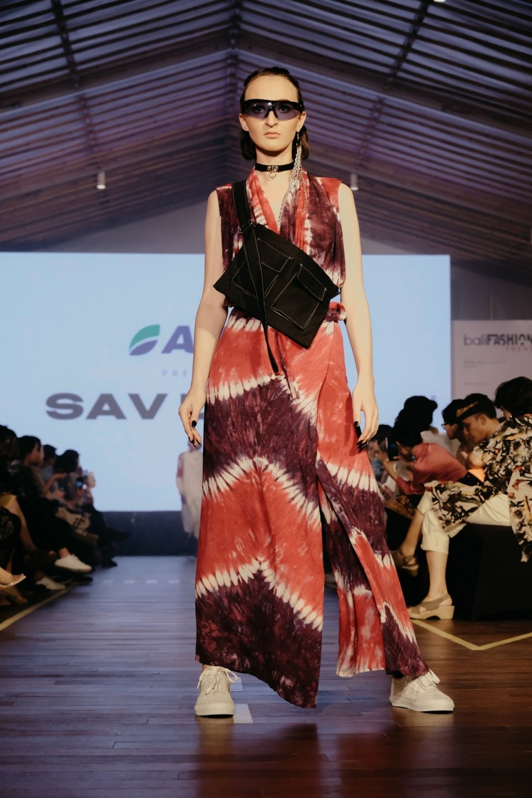 A piece of Sav Lavin's collection is presented at Bali Fashion Trend 2019.