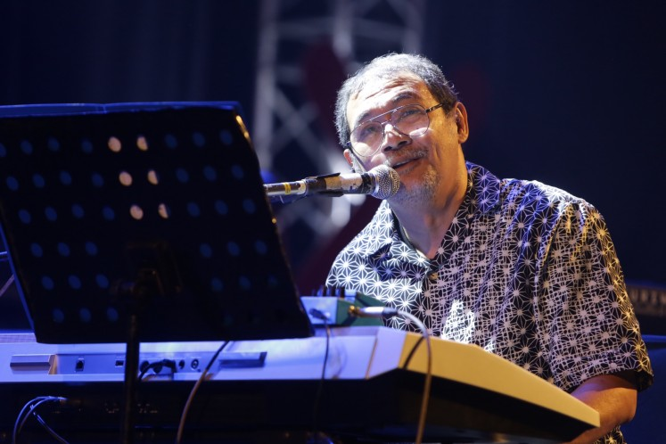 The veteran: Seasoned jazz musician Idang Rasjidi interacts with the audience during the JakJazz'in Aja kickoff concert.