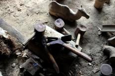 The many axes and tools Sriyono uses. JP/Magnus Hendratmo