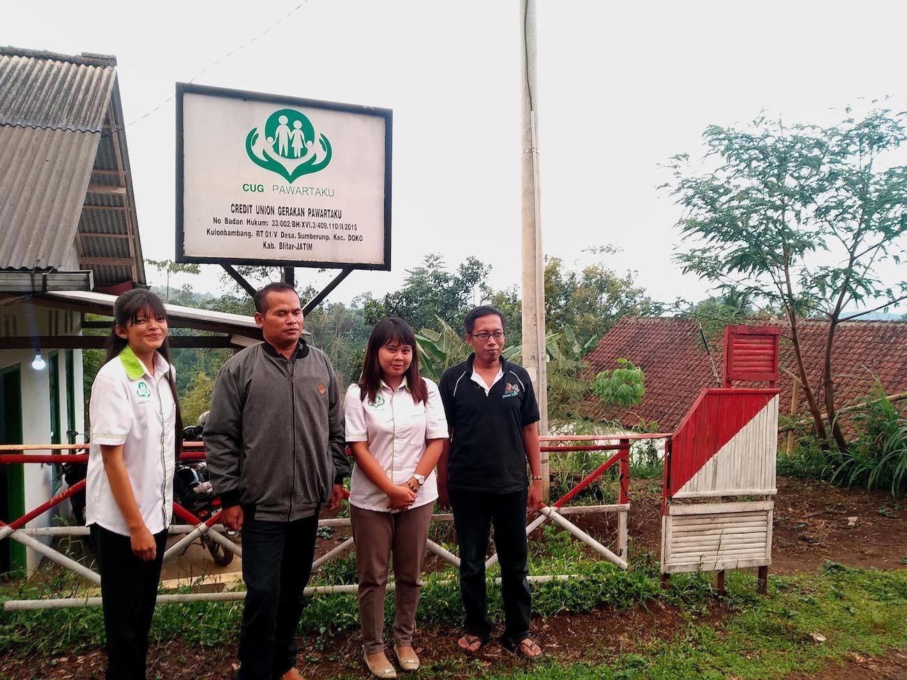 East Java farmers form credit union to break 'curse' of lifetime labor