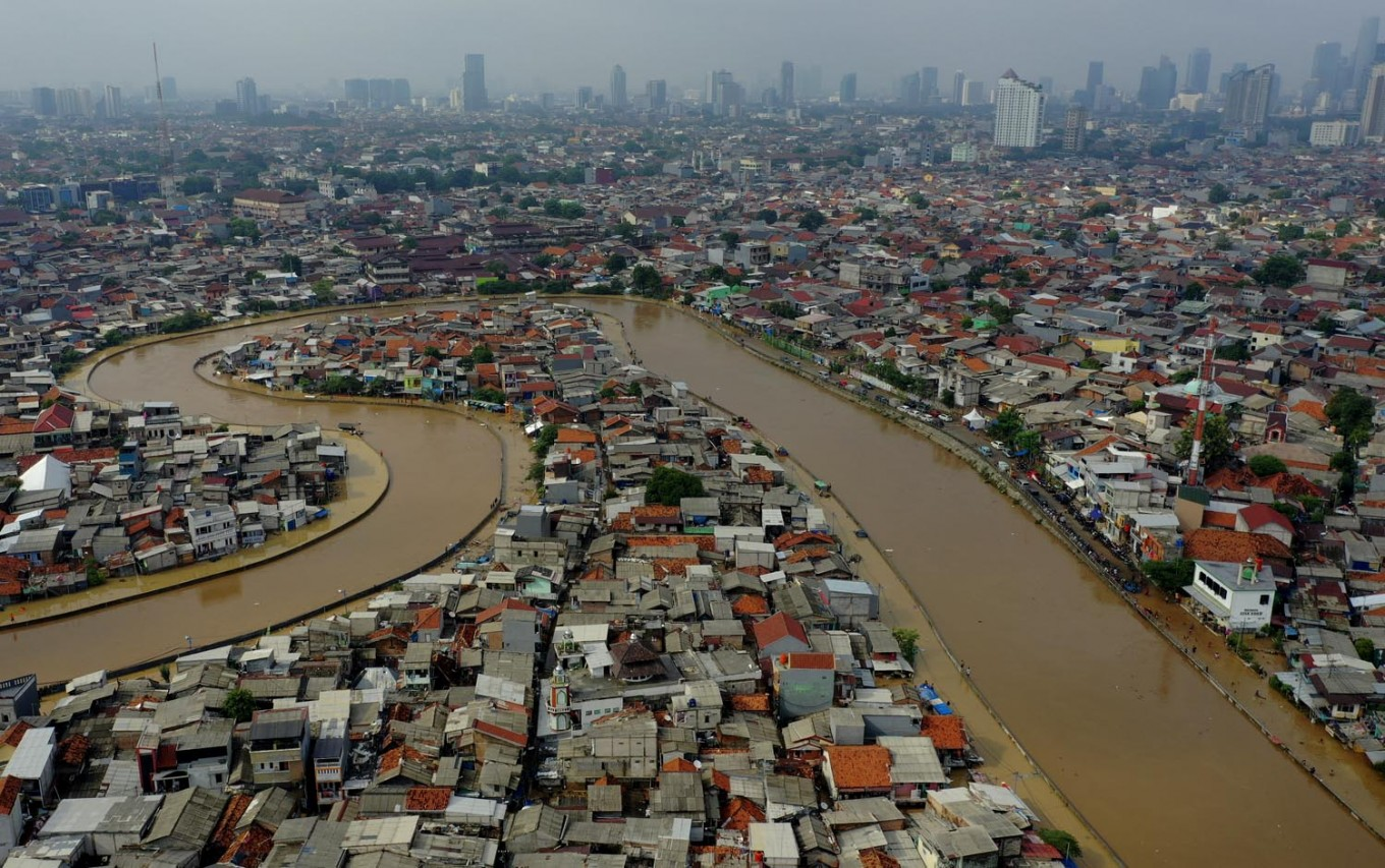 Stop talking about Anies vs Basuki, let's get on with more important things in flood mitigation: Experts