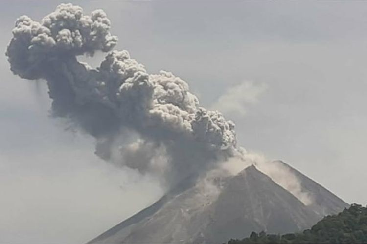 Central Java's Mount Merapi spews hot ash again