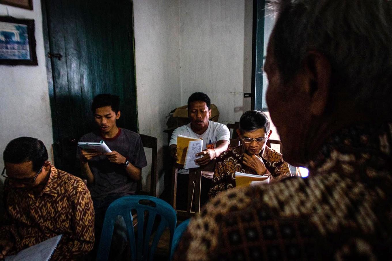 "Students of KHP Kridha Mardawa practice the ""Sekar Macapat"". JP/Anggertimur Lanang Tinarbuko"