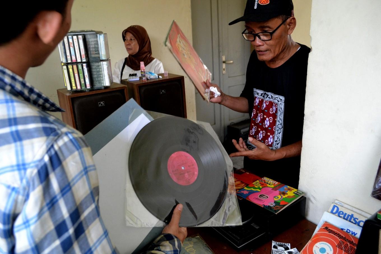 Record bazaars are often held at Lokananta.