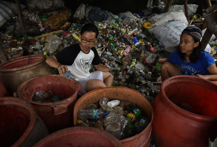 In Malang, students learn about hardship through the eyes of scavengers