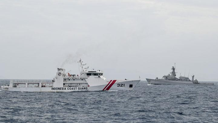 Chinese vessels retreat to border of Indonesia's EEZ in North Natuna Sea