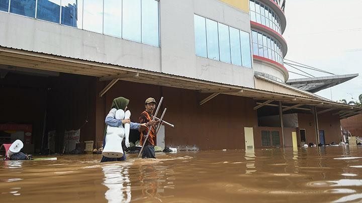 Retailers seek compensation from Jakarta administration for flood losses, damages