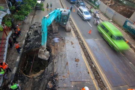 Traffic diversion in place for motorists as Tangerang road connecting to Jakarta collapses