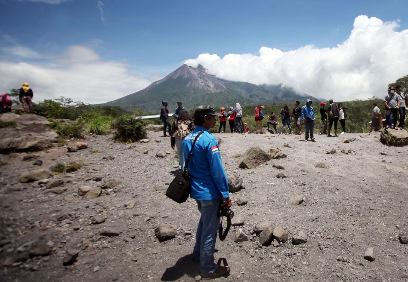 Making money by immortalizing mount Merapi