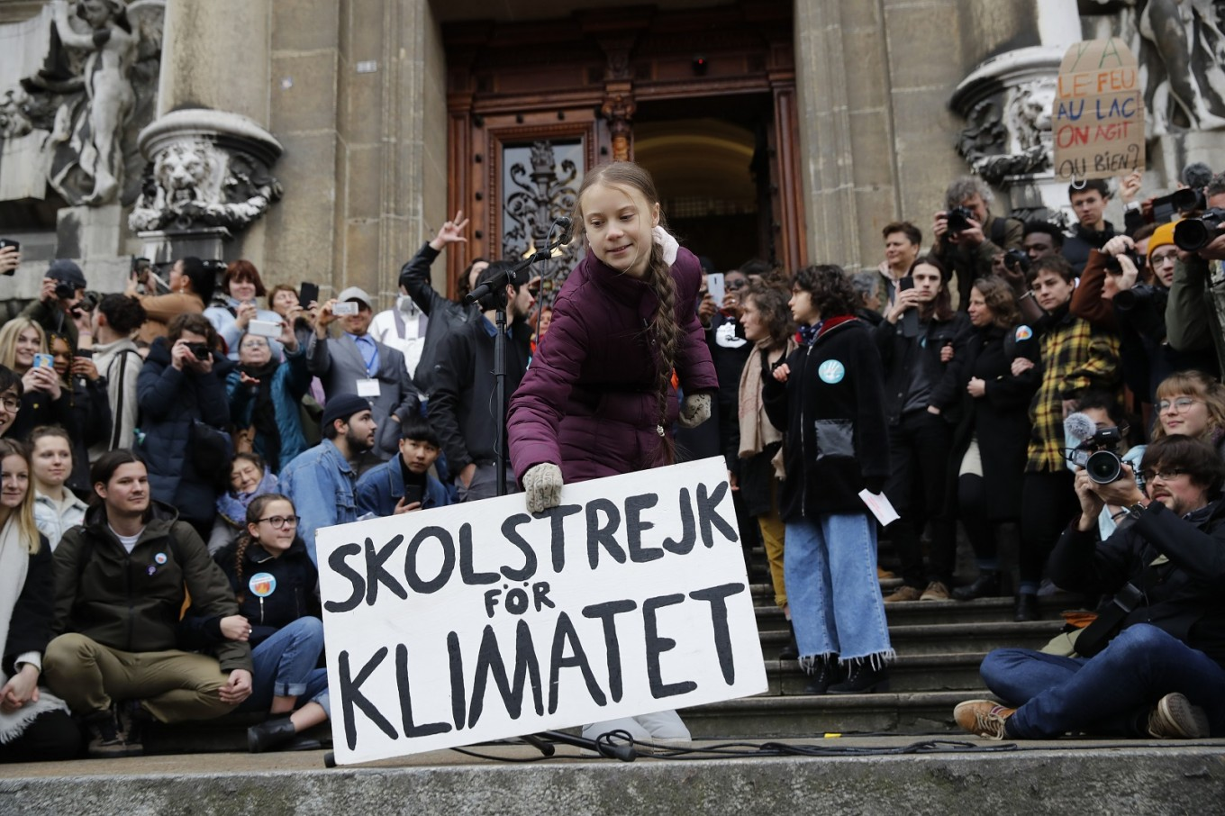 Greta warns world leaders at climate protest before Davos