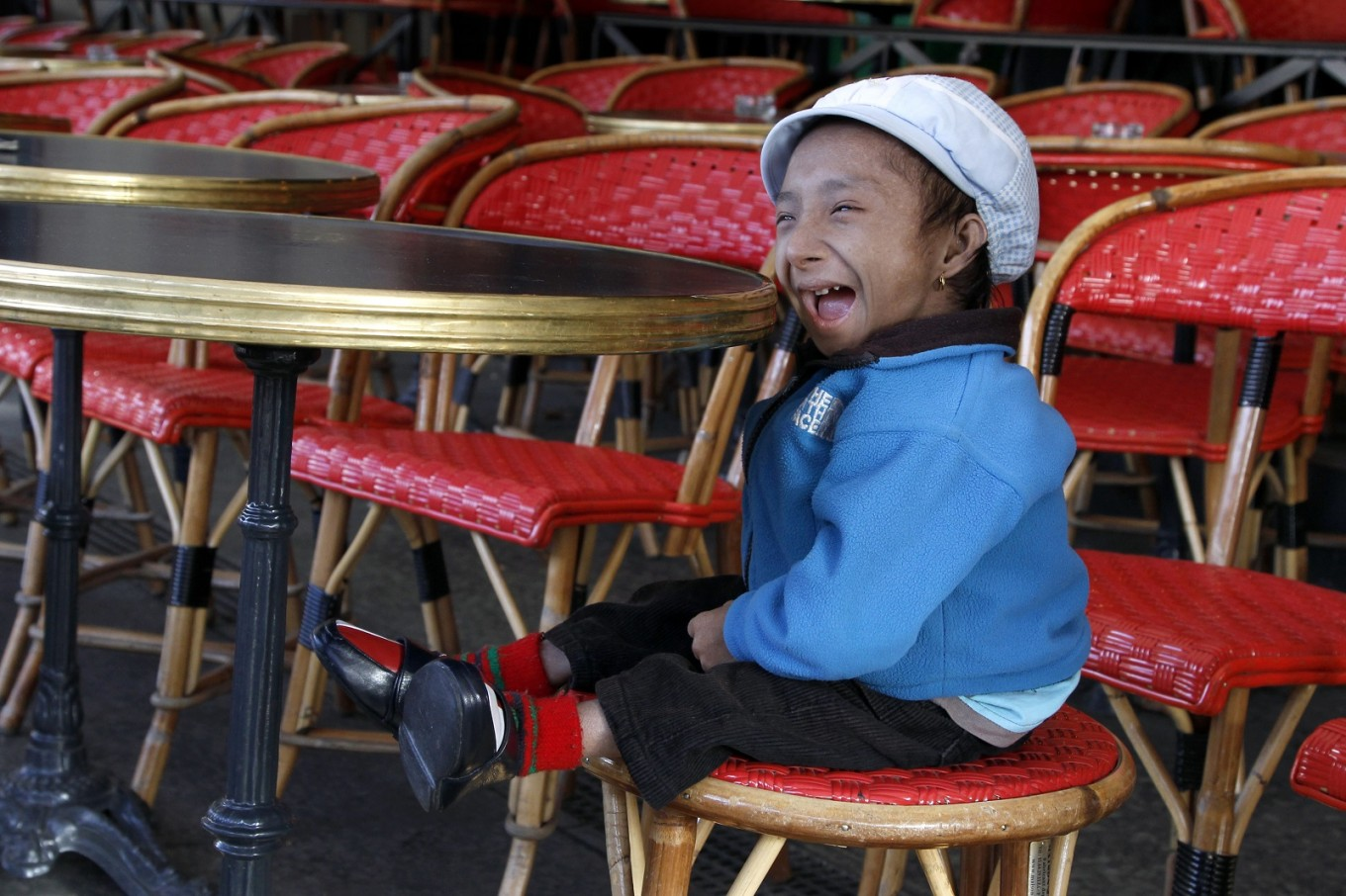 World's shortest man dies in Nepal at 27