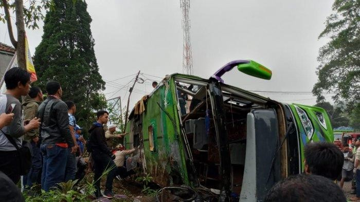 Tour bus overturns in Subang, killing eight