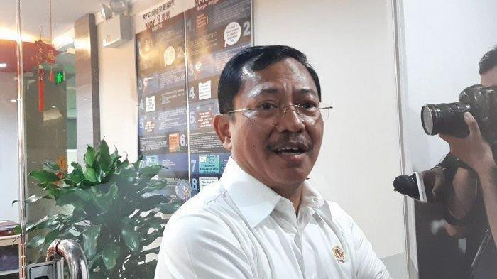 Health Minister Terawan visits BRI 2 building in Jakarta without sporting a face mask on Jan. 23. He dismissed speculation that the virus outbreak – which has been detected in major cities of China and a number other countries – had reached the capital.