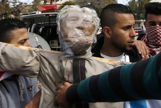 Palestinian PM calls on world to boycott Trump peace plan