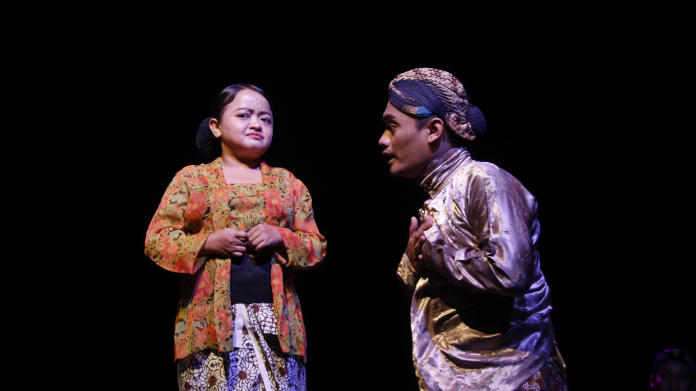 Nanik Indarti engages dwarfs in theater to challenge stereotyping