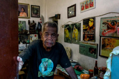 Roomful of memories: Martinus Doel Wahab, 87, opens his front door. Inside his house, there are many photos and documentation of when he was still active as a pencak silat practitioner and barongsai dancer in Isaku Iki, the barongsai group he formed. JP/Anggertimur Lanang Tinarbuko